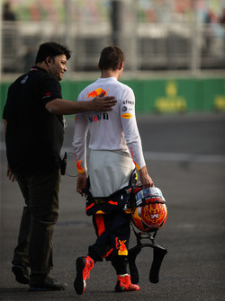 Max Verstappen, Red Bull Racing RB13 walks away after crashing out of FP2