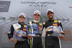 Подіум новачків: переможець Ландо Норріс (Carlin Dallara F317 Volkswagen), другий призер Джоі Моусон (Van Amersfoort Dallara F317 Mercedes-Benz), третій призер Жеан Дарувала (Carlin Dallara F317 Volkswagen)