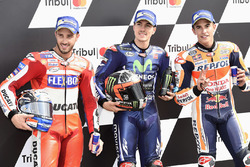 Il poleman Maverick Viñales, Yamaha Factory Racing, il secondo qualificato Andrea Dovizioso, Ducati Team, il terzo qualificato Marc Marquez, Repsol Honda Team