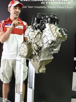Michele Pirro, Ducati Team, lanzamiento de motor Ducati V4 road