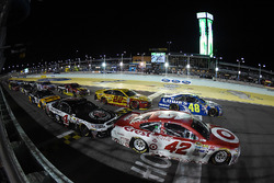 Restart: Kyle Larson, Chip Ganassi Racing Chevrolet leads