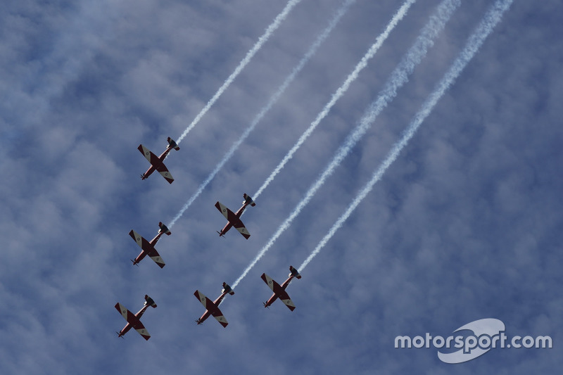 The RAAF aerobatic display team, The Roulettes, display for the crowds in their Pilatus PC-9C aircraft