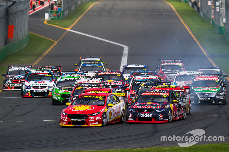 Fabian Coulthard, Team Penske, Ford; Jamie Whincup, Triple Eight Race Engineering, Holden