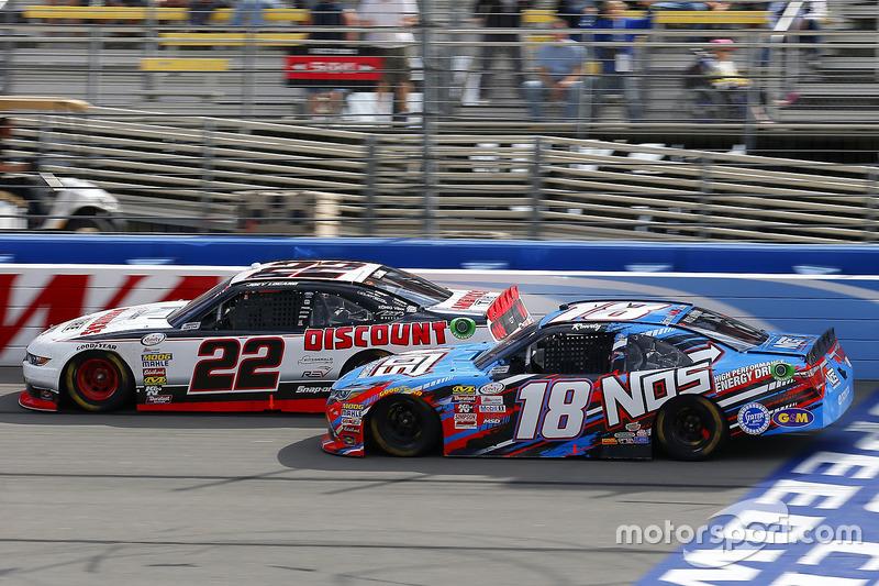 Joey Logano, Team Penske, Ford; Kyle Busch, Joe Gibbs Racing, Toyota