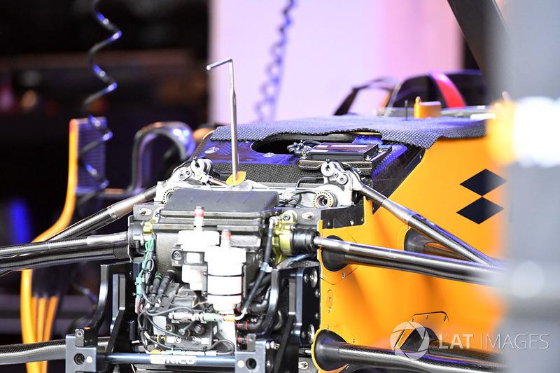 Renault Sport F1 Team RS17 detalle frontal de chasis y suspensión