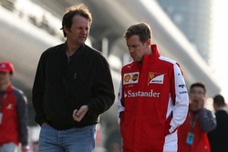 Себастьян Феттель, Ferrari, и Михаэль Шмидт, журналист