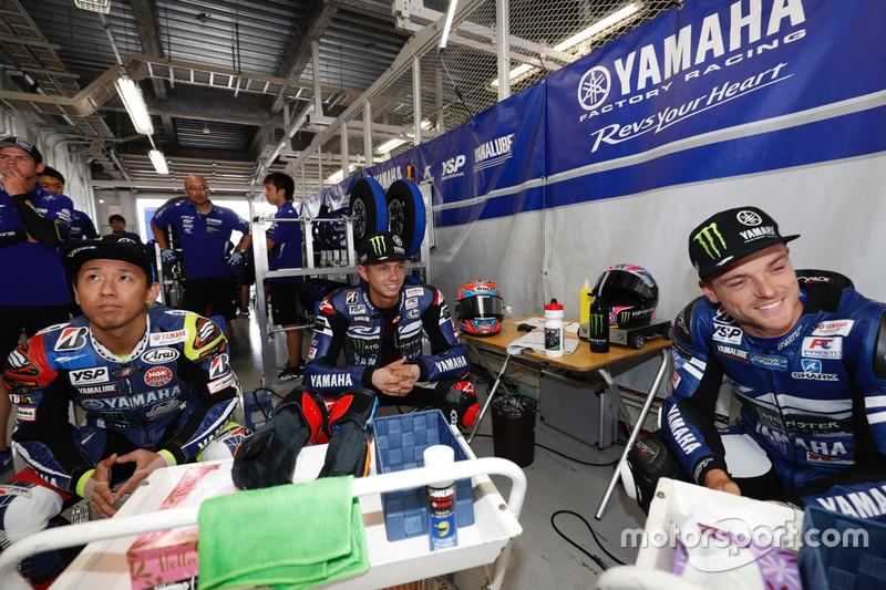 #21 Yamaha Factory Racing Team: Katsuyuki Nakasuga, Alex Lowes, Michael van der Mark