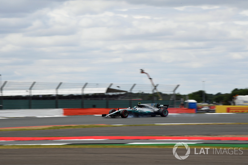 Валттері Боттас, Mercedes-Benz F1 W08, заблокував колеса