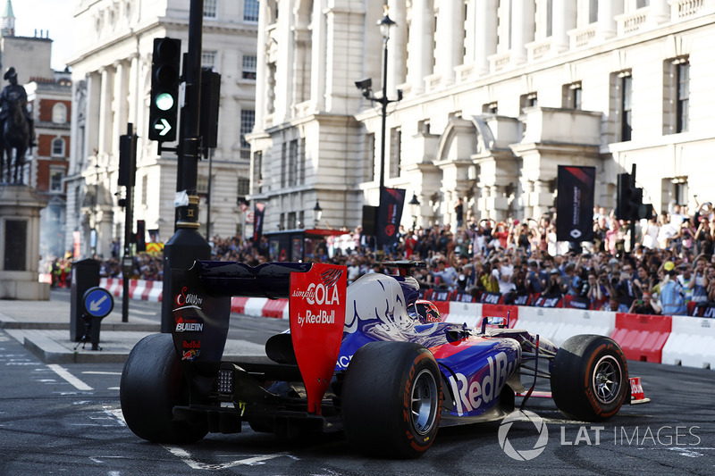 El Scuderia Toro Rosso STR12
