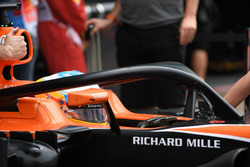 Fernando Alonso, McLaren MCL32, mit Cockpitschutz Halo