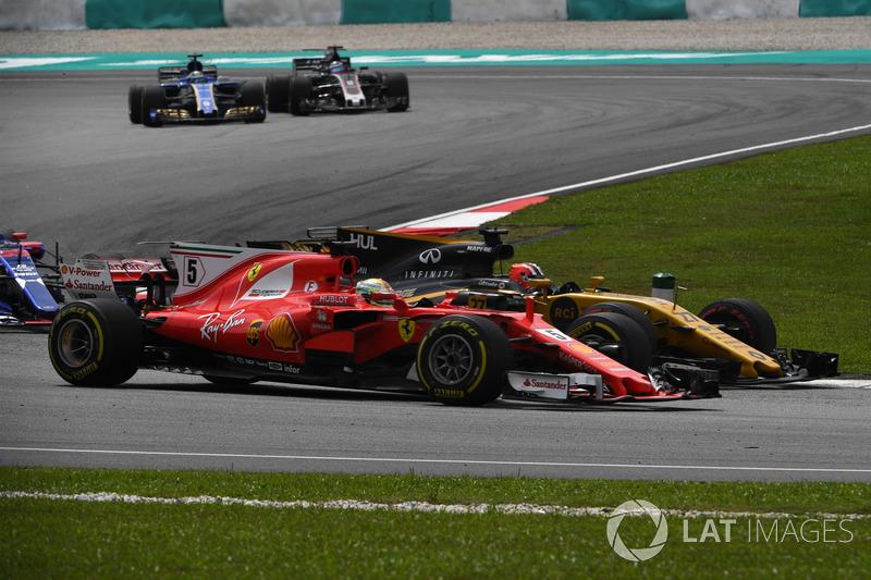Себастьян Феттель, Ferrari SF70H, Ніко Хюлькенберг, Renault Sport F1 Team RS17 battle