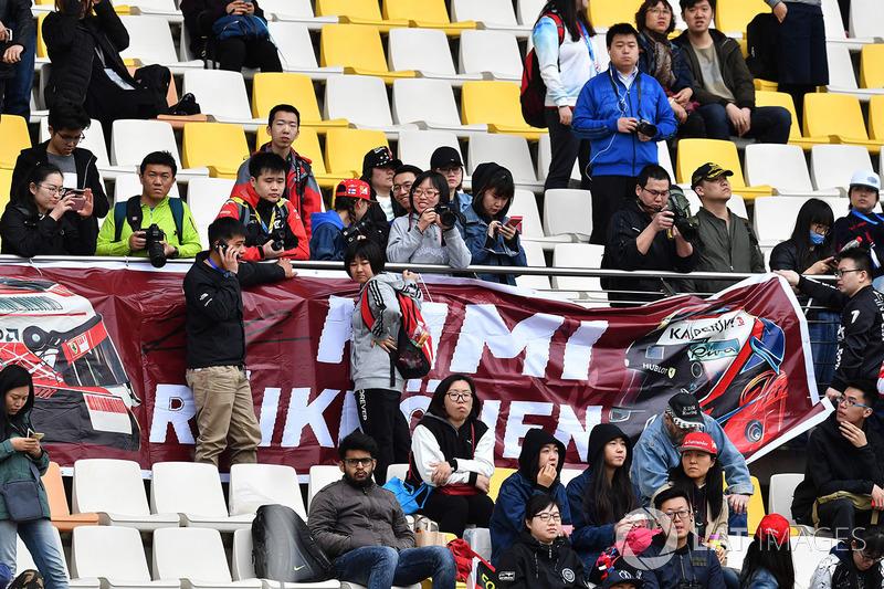Kimi Raikkonen, Ferrari fans and banners