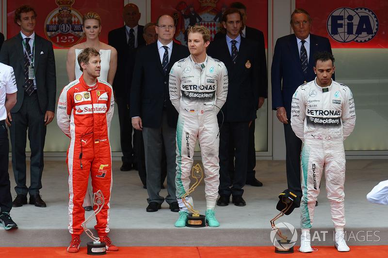 Подіум: переможець Ніко Росберг (Mercedes AMG), другий призер Себастьян Феттель (Ferrari), третій пр