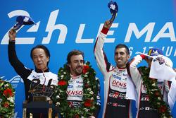 Загальний подіум: Себастьян Буемі, Казукі Накадзіма, Фернандо Алонсо, Toyota Gazoo Racing