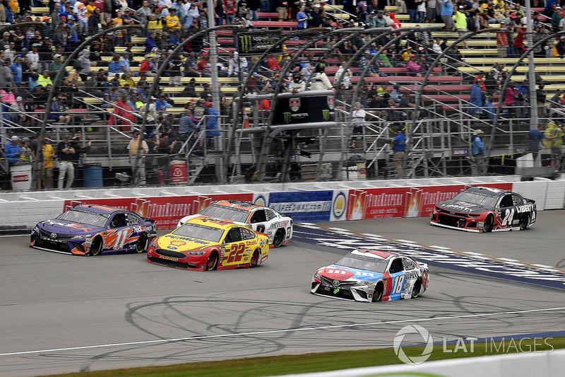 Denny Hamlin, Joe Gibbs Racing, Toyota Camry FedEx Freight, Joey Logano, Team Penske, Ford Fusion Sh
