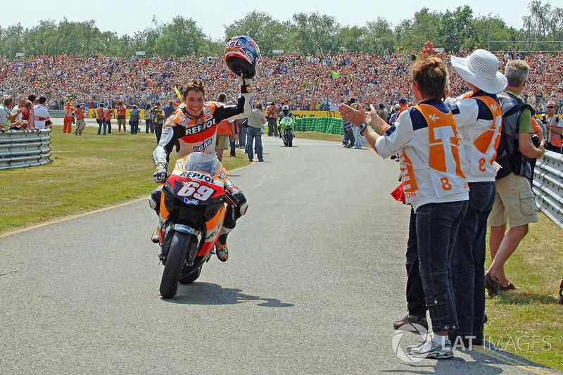 Ganador de la carrera Nicky Hayden