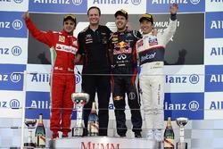 Podium: Felipe Massa, Ferrari, Paul Monaghan, Red Bull Racing, Sebastian Vettel, Red Bull Racing et Kamui Kobayashi, Sauber