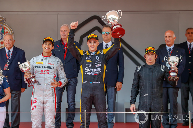 Podium: Race winner Artem Markelov, RUSSIAN TIME, second place Sean Gelael, PREMA Racing, third place Roberto Merhi, MP Motorsport