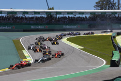 Sebastian Vettel, Ferrari SF70H, Valtteri Bottas, Mercedes AMG F1 W08, Kimi Raikkonen, Ferrari SF70H, Max Verstappen, Red Bull Racing RB13, Fernando Alonso, McLaren MCL32, the rest of the field at the start