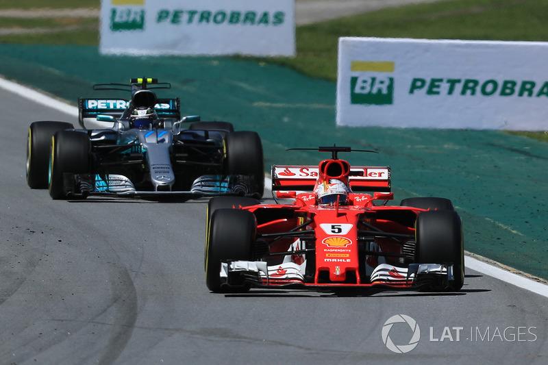 Sebastian Vettel, Ferrari SF70H ve Valtteri Bottas, Mercedes-Benz F1 W08