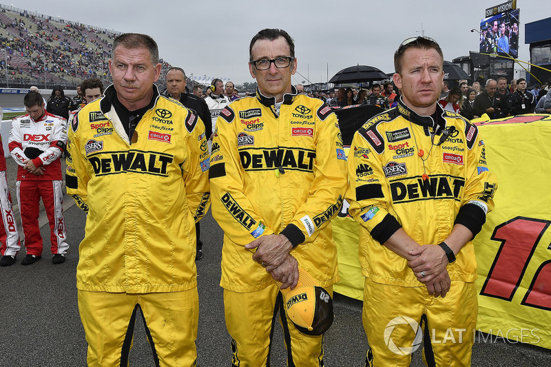 Erik Jones, Joe Gibbs Racing, Toyota Camry DeWalt crew