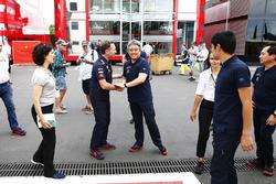 Christian Horner, Takım patronu, Red Bull Racing, ve Masashi Yamamoto, Genel Müdür, Honda Motorsport