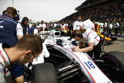 Lance Stroll, Williams FW41 Mercedes, on the grid