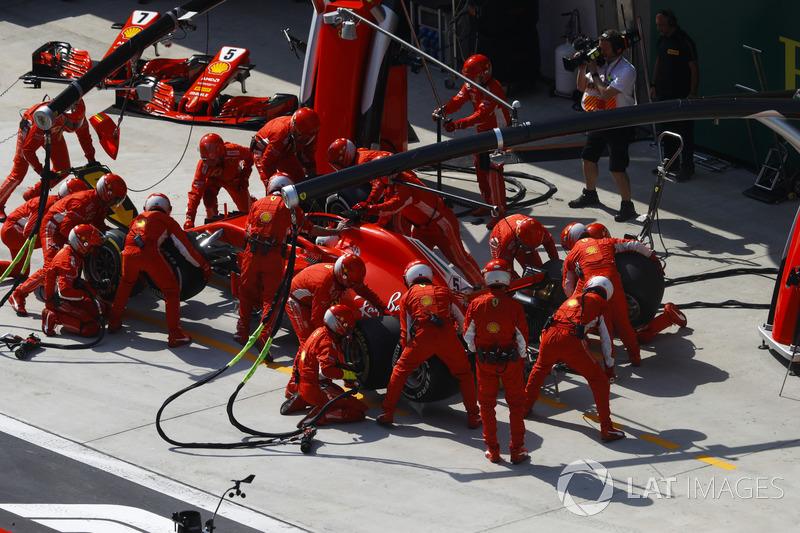 Sebastian Vettel, Ferrari SF71H, in the pits