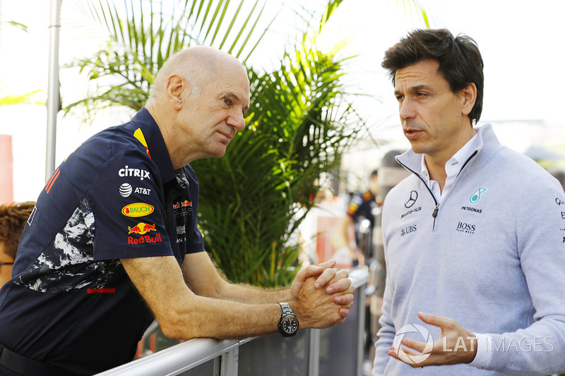 Технический директор Red Bull Racing Эдриан Ньюи и исполнительный директор Mercedes AMG F1 Тото Вольф