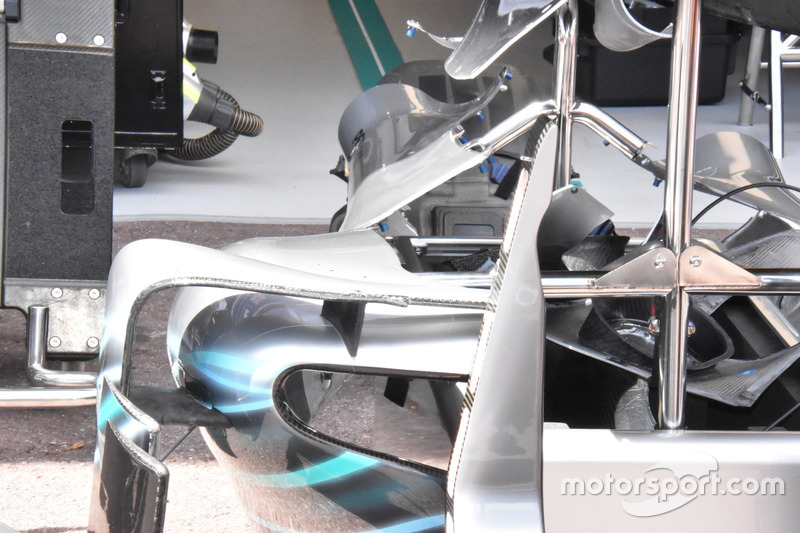 Mercedes-AMG F1 W09 side pods
