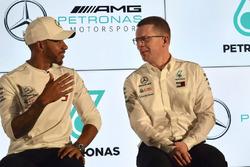 Lewis Hamilton, Mercedes-AMG F1, Andy Cowell, Mercedes AMG Direktörü