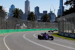 Пьер Гасли, Scuderia Toro Rosso STR13, Даниэль Риккардо, Red Bull Racing RB14, и Брендон Хартли, Toro Rosso STR13