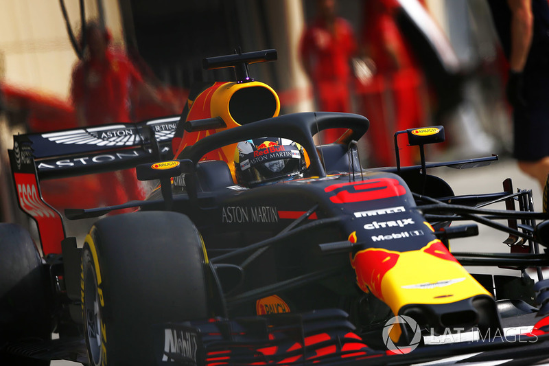 Daniel Ricciardo, Red Bull Racing RB14 Tag Heuer, leaves the pits