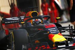 Daniel Ricciardo, Red Bull Racing RB14 Tag Heuer, leaves the pits