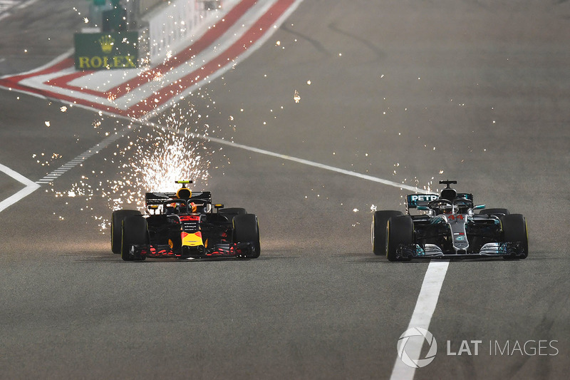 Max Verstappen, Red Bull Racing RB14 melawan Lewis Hamilton, Mercedes-AMG F1 W09 EQ Power
