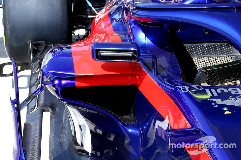 Retrovisor del Toro Rosso STR13