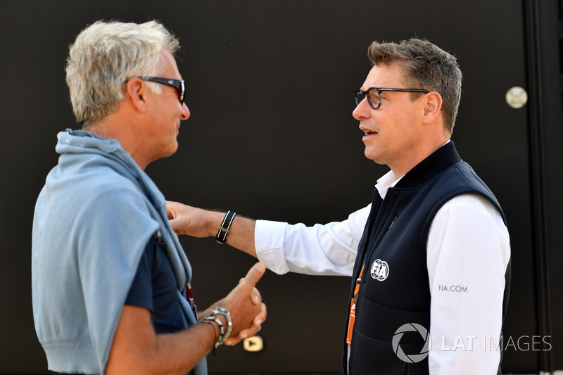 Eje Elgh, Manager de Marcus Ericsson, Sauber avec Bernd Maylander, pilote de la voiture de sécurité pour la FIA