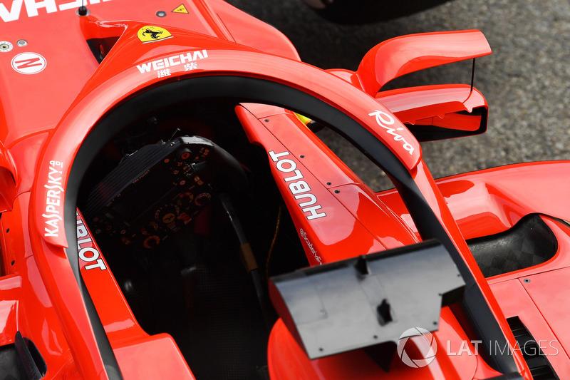 Ferrari SF71H, con gli specchietti montati sull'halo