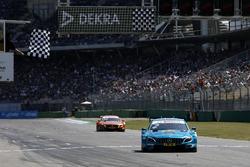 Yarışın kazananı Gary Paffett Mercedes-AMG Team HWA, Mercedes-AMG C63 DTM
