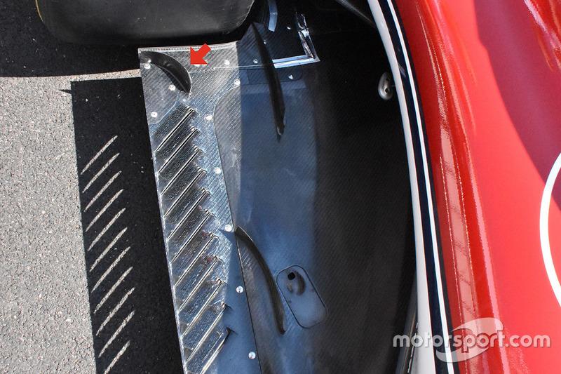 Sauber C37, padlólemez, részlet