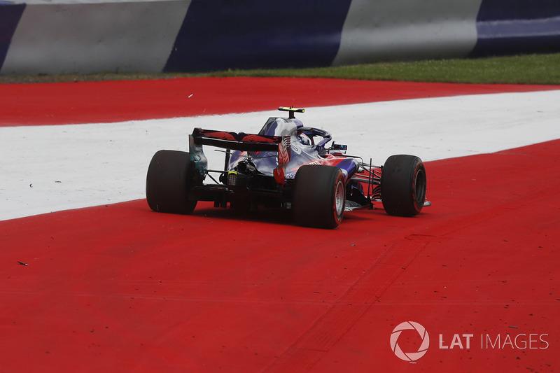 Pierre Gasly, Scuderia Toro Rosso STR13, va largo