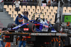 The crashed car of Brendon Hartley, Scuderia Toro Rosso STR13 is recovered in FP3