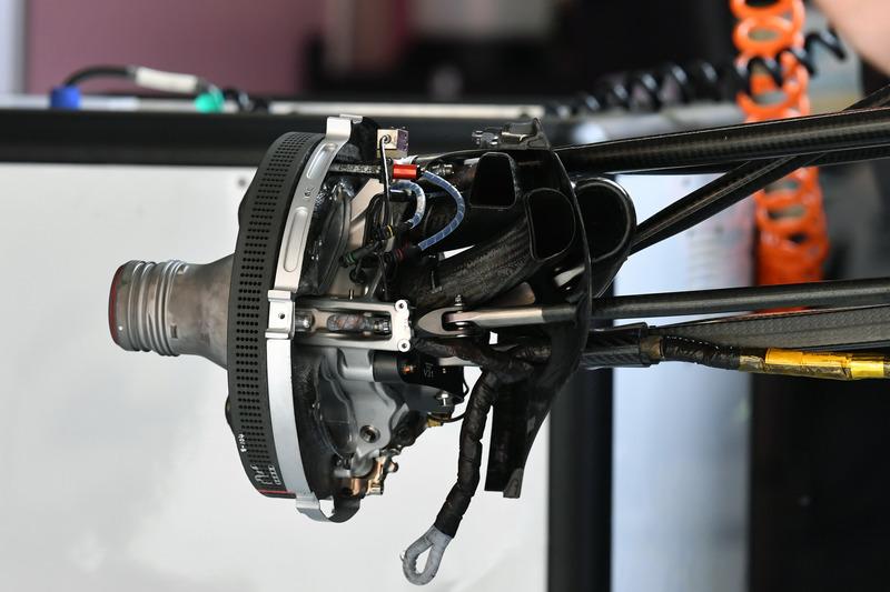 Force India VJM11 wheel hub