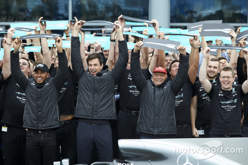 Lewis Hamilton, Mercedes AMG F1, Toto Wolff, directeur exécutif Mercedes AMG F1, Niki Lauda, président non exécutif Mercedes AMG F1