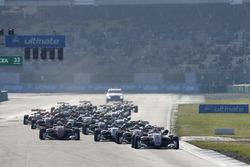Start, Maximilian Günther, Prema Powerteam Dallara F317 - Mercedes-Benz lider