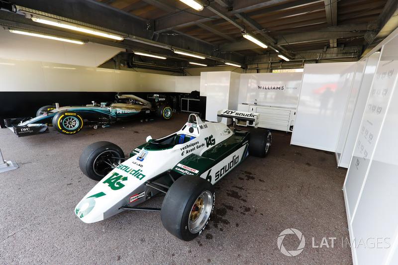 La Williams FW08 Ford Cosworth (1982) de Keke Rosberg et la Mercedes W07 (2016) de Nico Rosberg