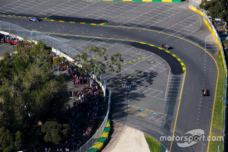 Kevin Magnussen, Haas F1 Team, VF-17; Stoffel Vandoorne, McLaren, MCL32; Jolyon Palmer, Renault Sport F1 Team, RS17