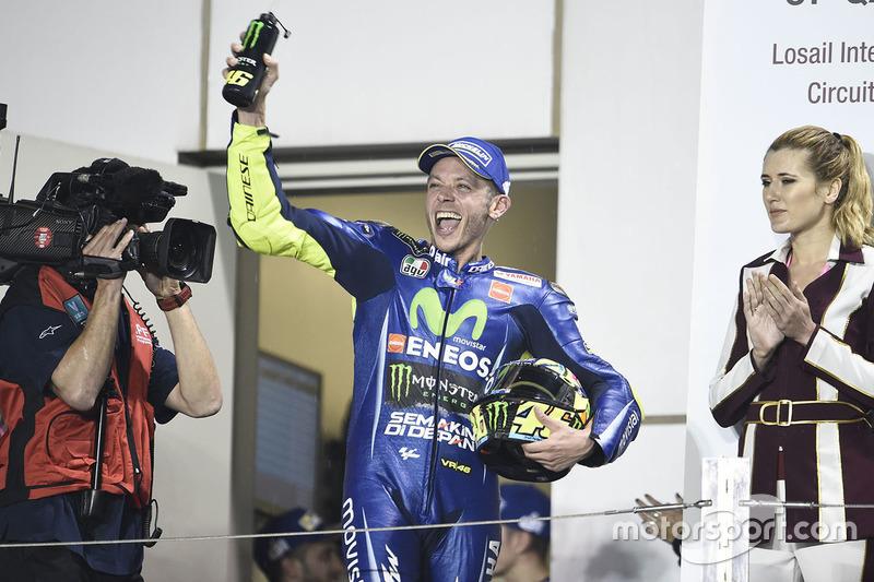 Valentino Rossi fait son arrivée sur le podium
