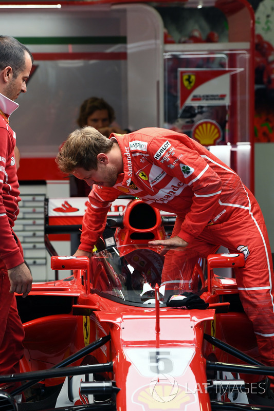 Sebastian Vettel, Ferrari SF70H, mit Cockpitschutz Shield