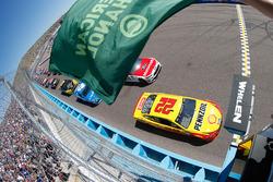 Start: Joey Logano, Team Penske, Ford, führt